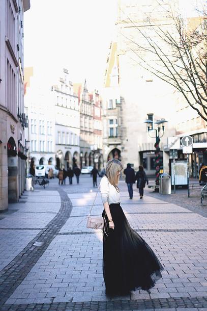bekleidet blogger maxi skirt black skirt mini bag skirt bag jewels