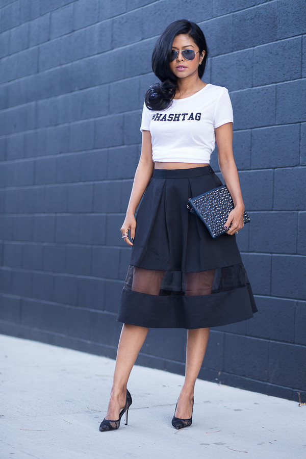 walk in wonderland t-shirt skirt shoes bag black midi skirt black aviators black net pumps black clutch zipper clutch midi skirt organza skirt white t-shirt black pumps black stilettos slogan t-shirt white crop tops