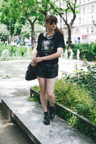 mahayanna blogger black t-shirt rock black shorts leather shorts ankle boots