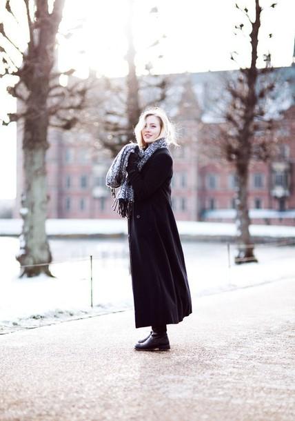 framboise fashion blogger scarf long coat black coat jacket jeans shoes
