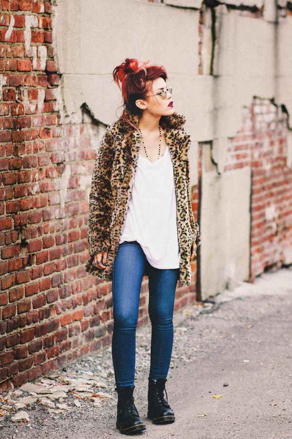 le happy jeans t-shirt fur leopard print winter coat animal print leopard print fur coat white t-shirt denim blue jeans sunglasses necklace DrMartens boots flat boots