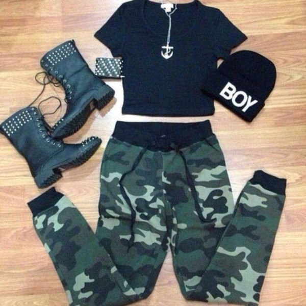 pants cargo pants cargo khaki pants black stud studded shoes anchor beanie tomboy camouflage khaki studded shoes hat jewels shirt combat boots combat pants black tee beanie army pants