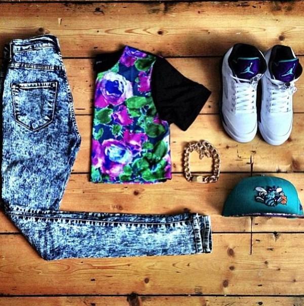 shirt acid jeans jordans snapback gold chain crop tops shoes jeans hat t-shirt floral shirt high waisted jeans grape 5 gold chain floral black
