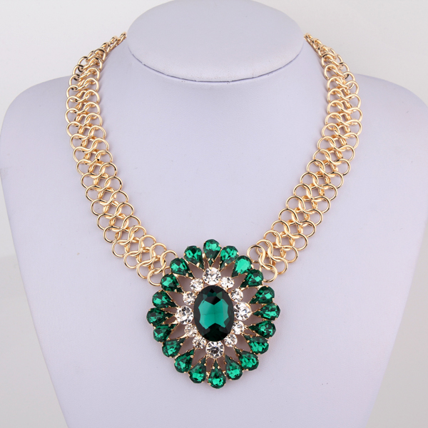 Free shipping!2013 new Necklace female fashion big gem vintage short design accessories-inChoker Necklaces from Jewelry on Aliexpress.com