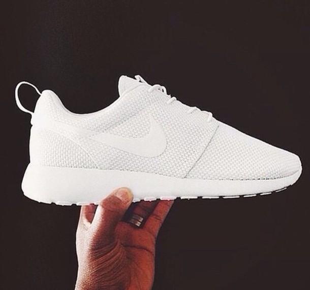 nike running shoes roshe runs white sneakers