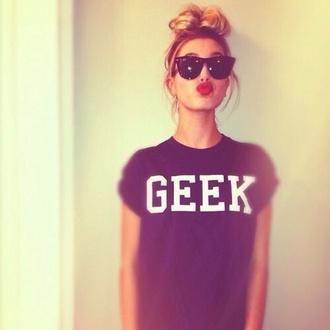 shirt geek shirt pretty black geek t-shirt black geek cute ootd help sunglasses print red lipstick honeyblonde hair messy bun blackshades