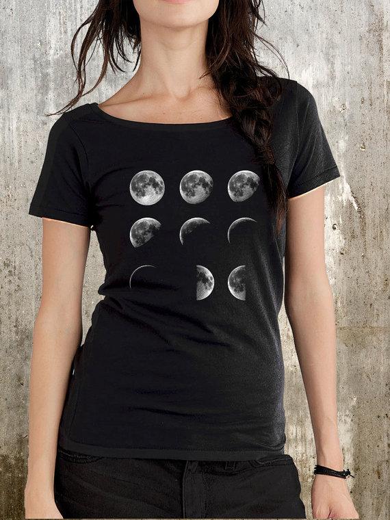 Mondphasen  Women's BioBaumwolle Scoop Neck von CrawlspaceStudios