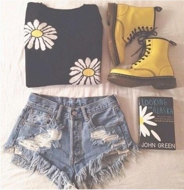 sweater black daisy boots shorts