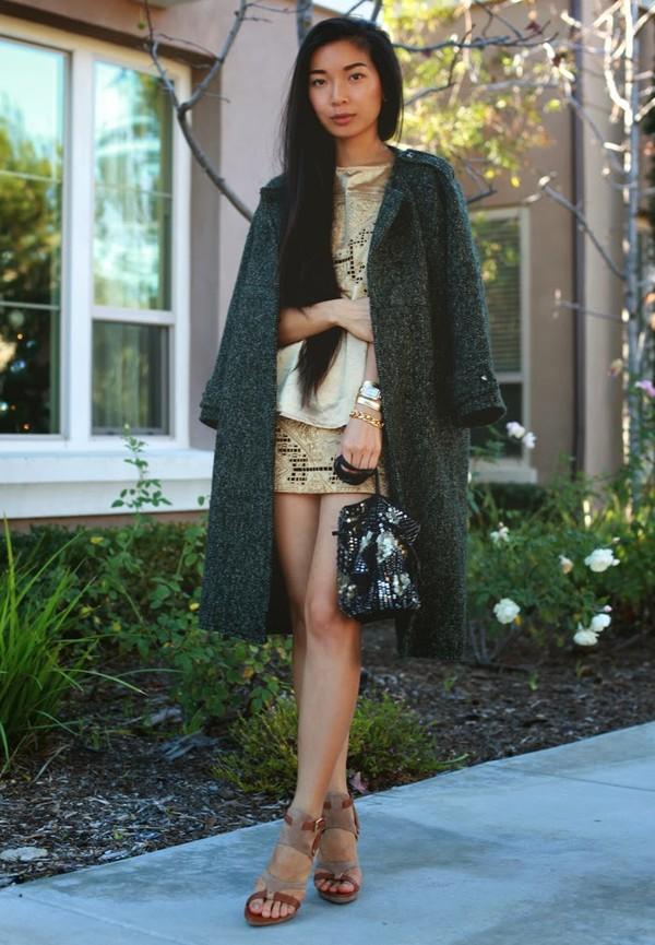 honey and silk coat t-shirt skirt shoes bag jewels