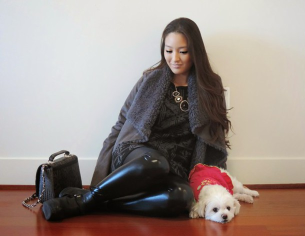 sensible stylista blogger leggings charcoal grey coat black dress dress bag jewels jacket