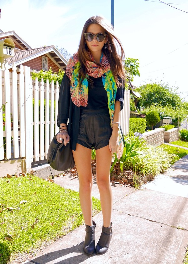 spin dizzy fall scarf shirt shorts shoes bag jewels sweater sunglasses