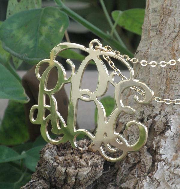 jewels fashion jewelry jewelry gold jewelry statement necklace necklace personalized monogram monogram initial monogram personalized name personalized jewelry personalized pendent personalized initial