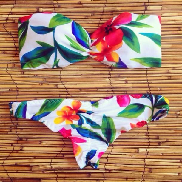 Gorgeous sexy hawaiian girl bikini Swimwear Swimwear Bikini Summer Hawaiian Flowers Floral Beach Cute Spring Bandeau Scrunch Bottom Bikini Clothes Bandeu Tropical Colorful White Scrunch Sexy Girl Beautiful Fashion Hawaiian Swimwear Bandeau Bikini Hawaiian Two