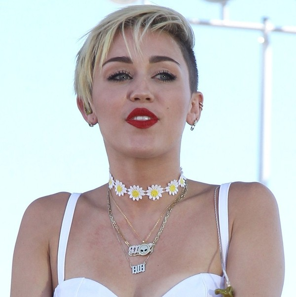 jewels miley cyrus white top retro choker necklace sunflower miley cyrus