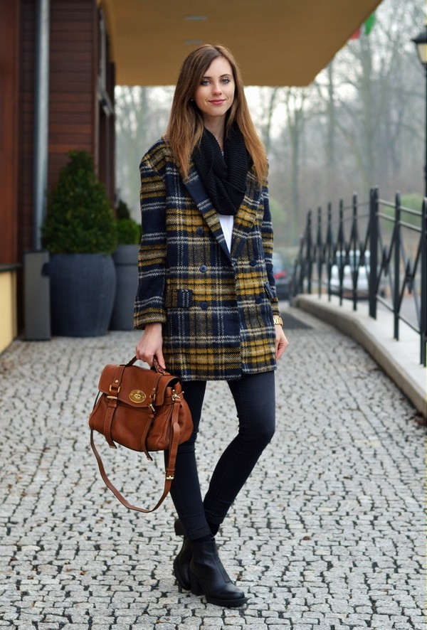 vogue haus coat t-shirt jeans shoes bag scarf jewels