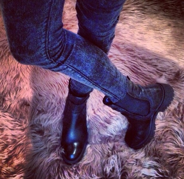 shoes boots clothes black biker boots jeans jewels