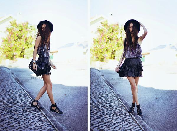 mexiquer sunglasses top skirt shoes