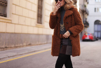 my daily style blogger coat skirt shoes t-shirt jewels