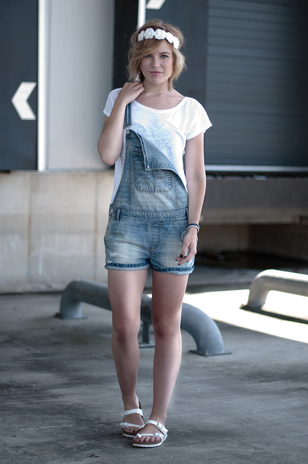 red reiding hood t-shirt shoes jewels denim denim overalls overalls hair accessory short overalls