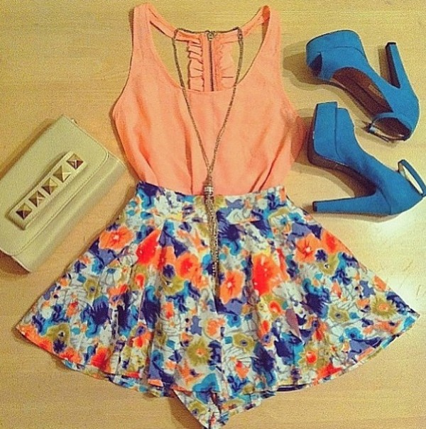 shorts nude clutch peach blouse. flowered shorts shirt shoes blouse tank top coral tank detailed back ruffle dress skirt floral skirt blue skirt girly clutch white studded clutch ribbon bow floral details heels high heels bag floral orange blouse blue high heels necklace short length flowy bright colorful floral skirt pink shirt jewelry jewels flowers top pumps 2 piece skirt set
