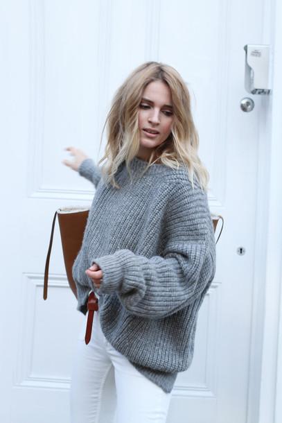 le fashion blogger grey sweater white jeans oversized sweater sweater jumper knitwear grey oversized sweater