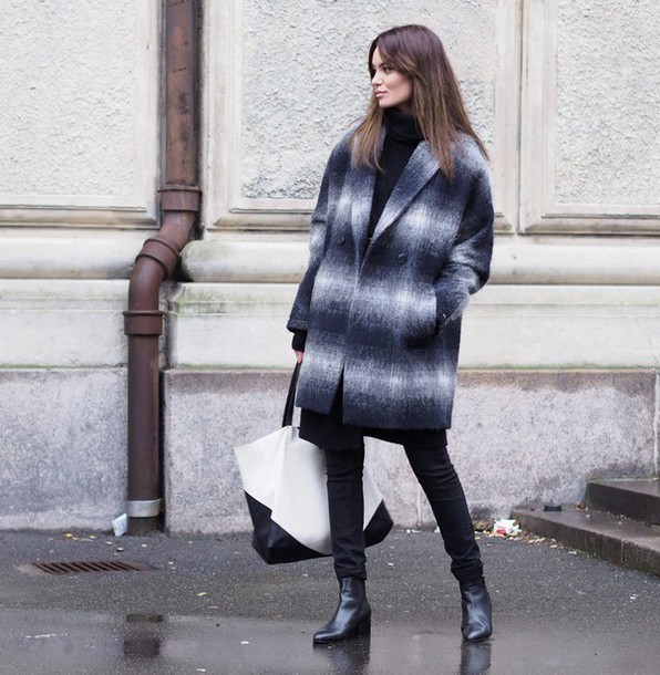 by funda blogger black jeans chelsea boots tote bag maxi bag ombre wool winter coat