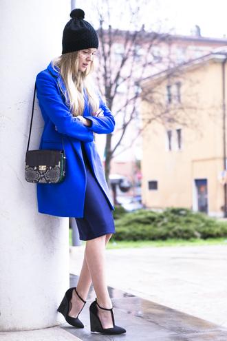 cablook hat coat bag shoes jewels dress