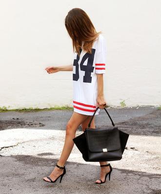 dress boyfriendlook beautiful white shoes basket shirt football bag jersey dress black bag t-shirt