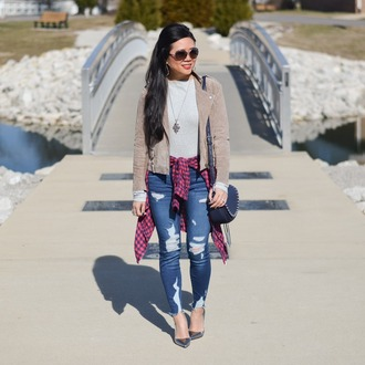 morepiecesofme blogger sunglasses jacket jewels top shirt bag shoes beige jacket pumps shoulder bag skinny jeans