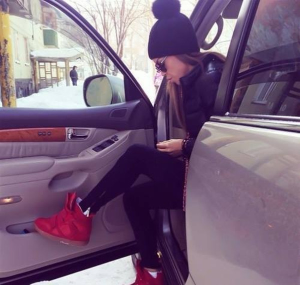 shoes sneakers red red sneakers