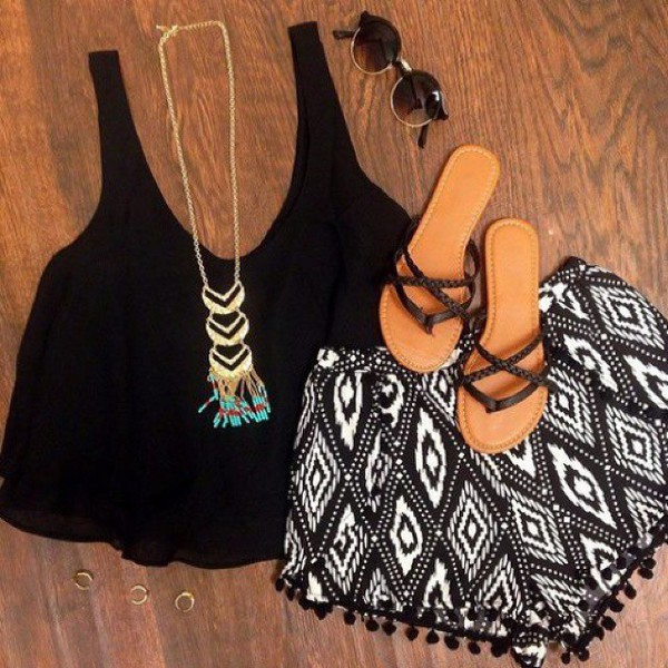 shorts jewels black white black and white baggy shorts cloth shorts american style sunglasses shoes blouse aztec boho boho chic summer outfits summer outfits printed shorts top black tank top shirt flowy shorts pom pom shorts fringe shorts tank top beach shoes shors and shirt