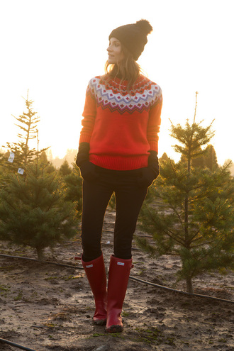styling my life blogger wellies red sweater pom pom beanie sweater hat jeans shoes
