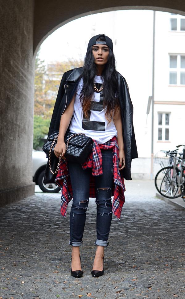 she wears fashion shoes t-shirt jewels shirt