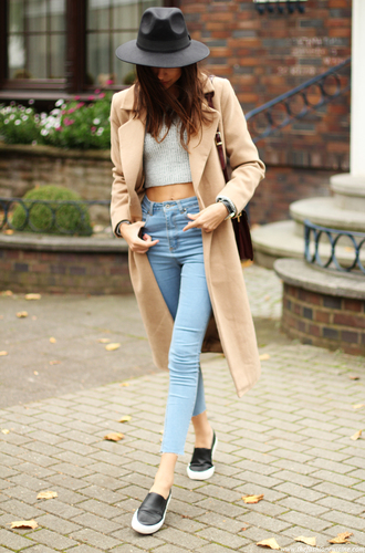 the fashion cuisine blogger top jeans bag jewels camel fall outfits cream coat long coat classy style