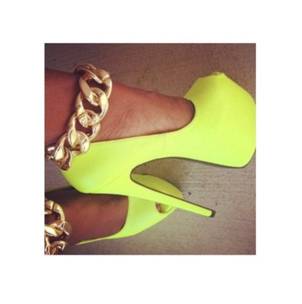 shoes neon yellow high heels gold chain