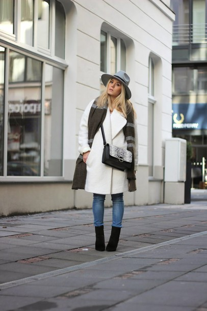 fashion twinstinct blogger white coat blanket scarf fedora