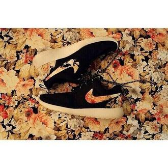shoes nike roshe run black floral nike runs run running nike shoes womens roshe runs roshe runs flowers black and white black and flowers nike roshes floral