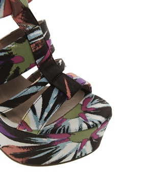London Rebel | London Rebel Wedge With Chunky Straps In Floral Print at ASOS