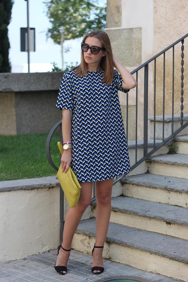 say queen dress bag sunglasses shoes