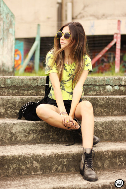 fashion coolture blogger top shorts jewels sunglasses bag shoes