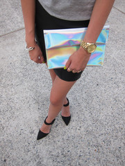 Outrange Holographic Clutch | HELLO PARRY