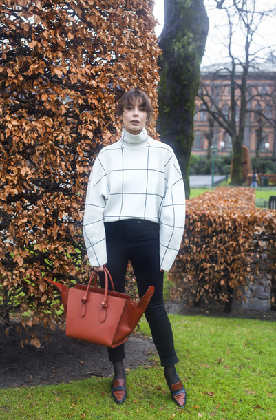 a portable package blogger oversized sweater checkered cropped pants red bag loafers sweater jeans bag shoes