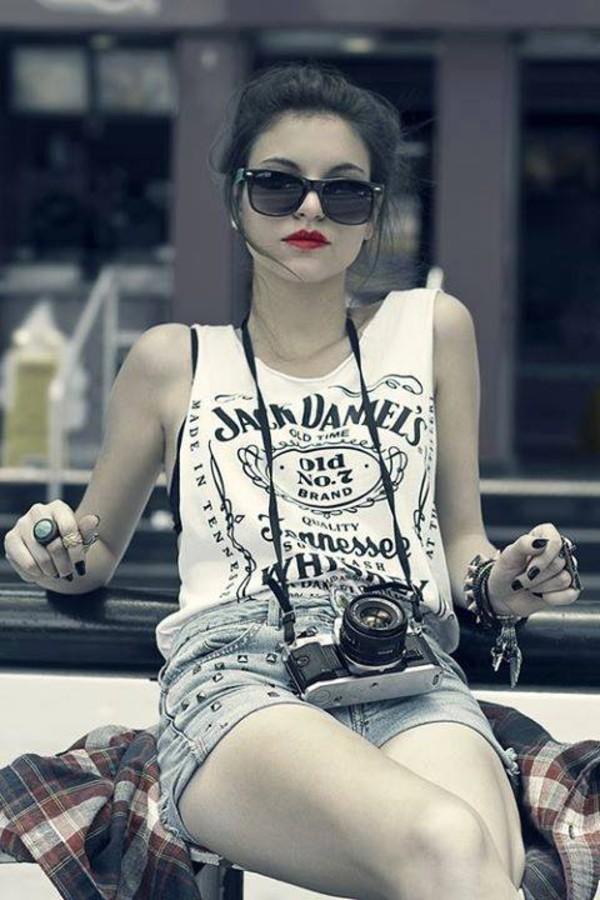 t-shirt black shorts studs sunglasses jack daniel's red lipstick nail polish shirt jack daniel's tank top tank top white top jack daniels shirt black and white camera selena gomez jack daniels white and black