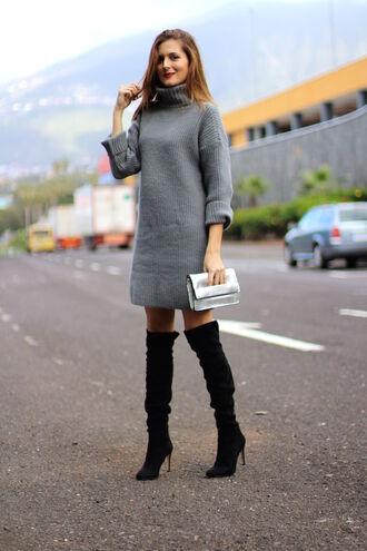 marilyn's closet blog blogger dress shoes bag jewels make-up turtleneck dress sweater dress knitted dress grey dress winter outfits winter dress metallic clutch clutch boots thigh high boots