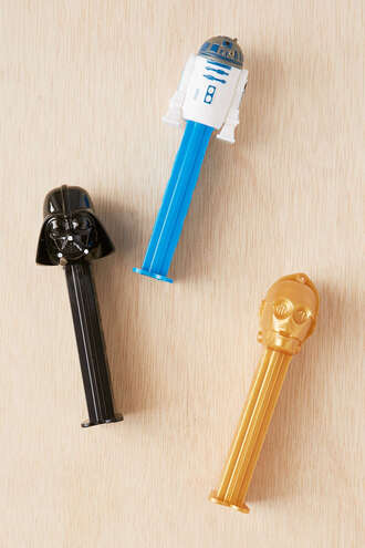 home accessory candy pez star wars geek grunge wishlist holiday gift dark vador all black and gold wishlist urban outfitters robot toy