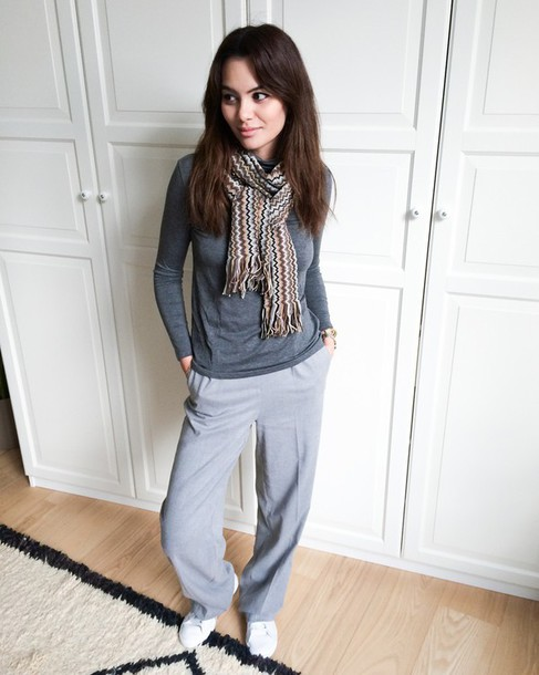 by funda blogger pants scarf grey casual shoes jewels