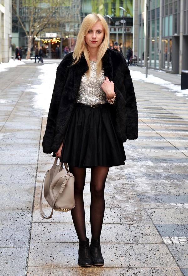 vogue haus t-shirt skirt shoes belt jewels bag