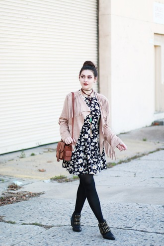carly maddox blogger dress jacket t-shirt jeans bag floral dress nude jacket fringed jacket shoulder bag ankle boots