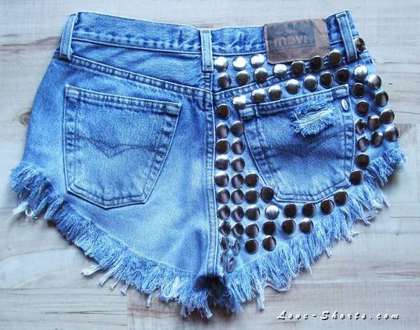 jeans summer outfits shorts studded shoes t-shirt levi's