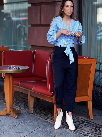 nina @ www.helloshopping.de blogger blue shirt blue pants ankle boots work outfits french girl style